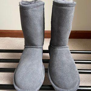 BEARPAW Women's Emma Short Suede Boots - BRAND NEW